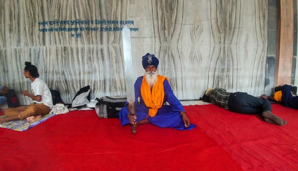 7.Sikh man with kirpan